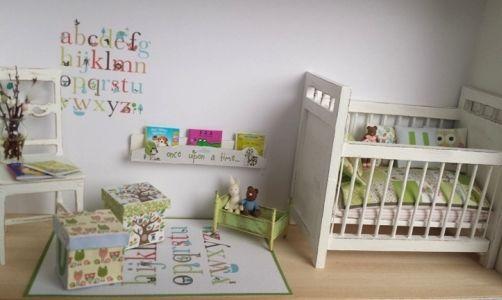 Dockskåp,tittskåp & miniatyrer 1:12 - Minimis Smått & Sånt Miniature Nursery #miniaturenursery
