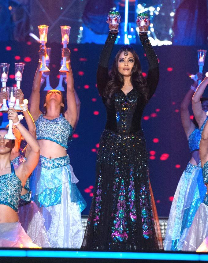 Aishwarya Rai Bachchan performs
