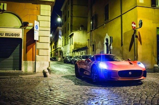 「C-X75」は、ジャガー史上最高傑作のスーパーカーと評されていて、ジャガー・ランドローバーのスペシャル・ ビークル・オペレーションズ(SVO)と、開発パートナー企業、ウィリアムズ・アドバンスド・エンジニアリングが共同で開発。
