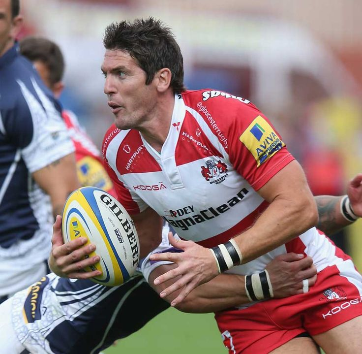 Gloucester's James Hook looks to shift the ball