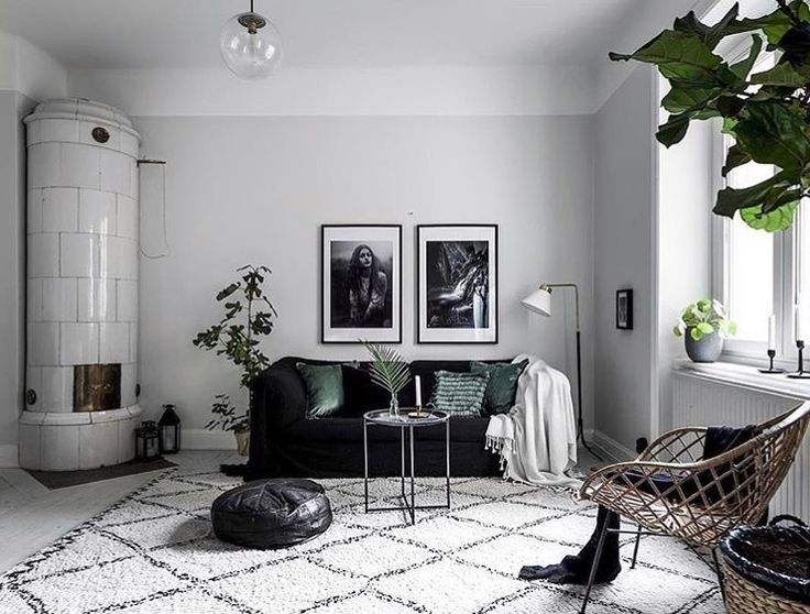 Friday evening bliss. How Ive been looking forward to the weekend. The weather forecast for the coming days is not that promising but actually I dont mind. Looking forward to a peaceful and relaxing weekend. How about you? Any plans? Styling by @interioraddictions for @maklare_sodermalm #levaochbo