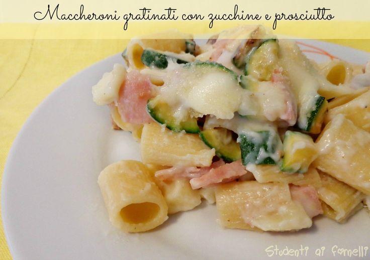 I maccheroni gratinati con zucchine e prosciutto cotto sono un primo piatto gustoso, preparato con zucchine, prosciutto cotto e formaggio, la Rosa Camuna.