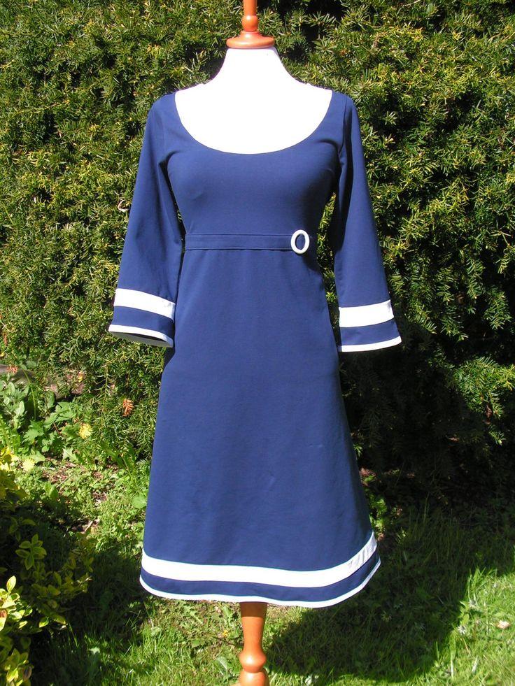 Marineblå jerseykjole med navylook Se flere kjoler på min Facebook side: https://www.facebook.com/pages/Doris-Vestergaard-Design/110763765613494?ref=bookmarks