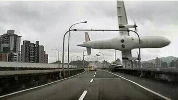 TransAsia plane crash in Taipei: At least 26 killed, plane's tail lifted ashore - See more at: http://www.straitstimes.com/news/asia/east-asia/story/transasia-airways-plane-crash-lands-taipei-river-more-10-hurt-reports-2015#sthash.TOPqDbrQ.NPzKX7Rm.dpuf