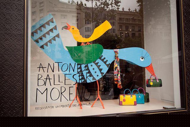 LOEWE + Antonio Ballester Moreno : pañuelos 'Mantón de Manila'.  El mantón de…