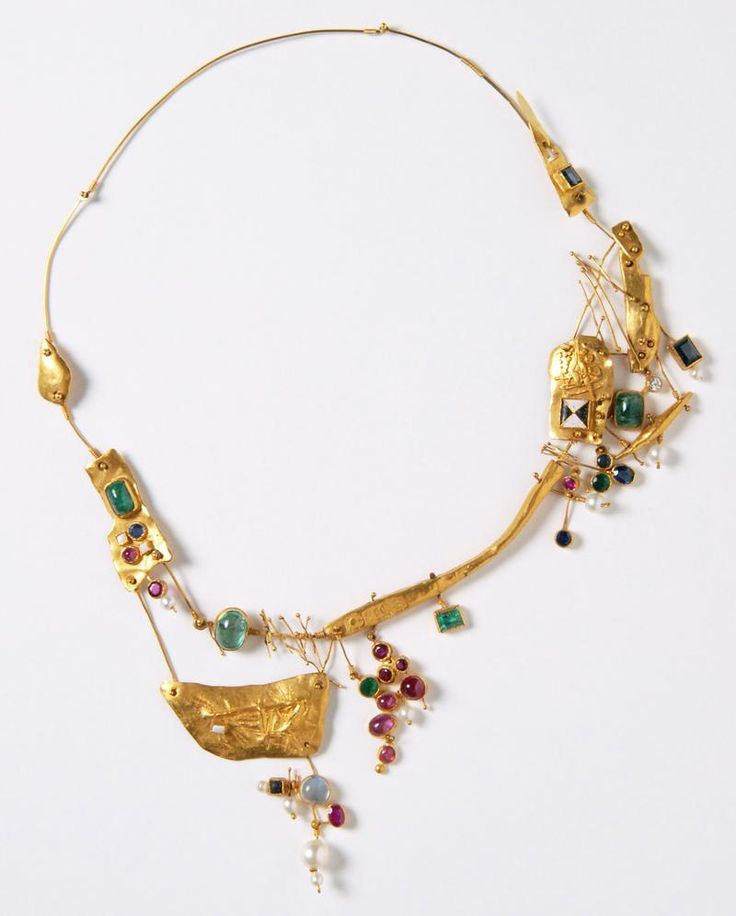 Hermann Jünger - Necklace (1957). Gold, emeralds, sapphire, rubies, moonstone, enamel. Picture from http://www.artjewelryforum.org