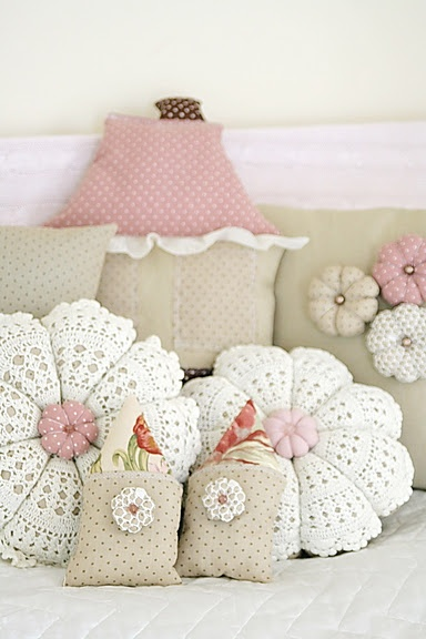 Lovely pillows! #flower #crochet #knitting #pillows