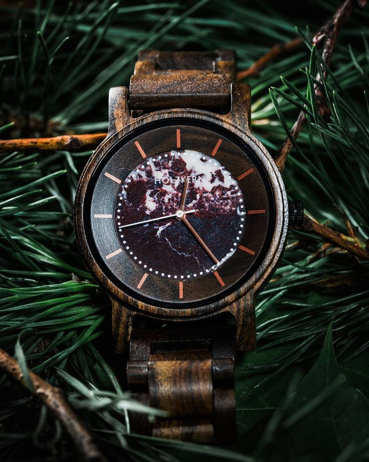 Ferdinand (Sandalwood/Marble) 👀 Named after the popular seafarer from Portugal, our watch was designed with dark colours of sandalwood and red marble to remind of the mystery and uncertainty of early explorers. Ferdinand Magellan was the first human to circumnavigate Cape Horn and also started the very first trip around the world. . . Photo by @robin_oden 📸