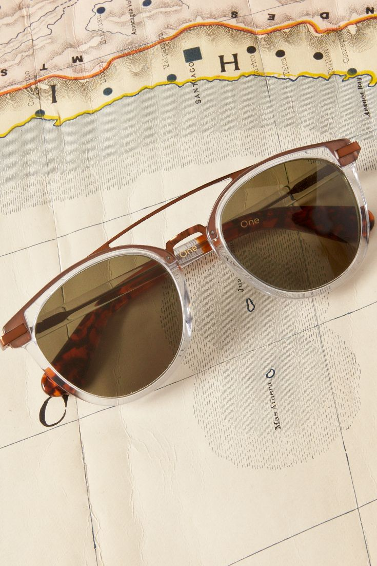 The TOMS Harlan is a round vintage crystal frame with metallic accents.