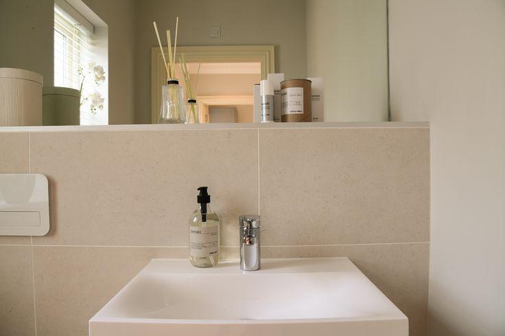 Minoli Tiles - Taplow Riverside - Seastone White 60/60 cm - https://www.minoli.co.uk/tiles/seastone-white/ - #Minolitiles #Minoli #porcelaintiles #limestoneeffect #limestone #seastone #white #stonelook #bathroomidea
