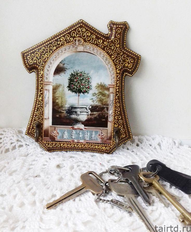Ключница с декупажем и точечной росписью
