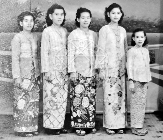 Malaysia / Singapore: Nyonya women wearing sarong kebaya dress typical of the Peranakan Straits Chinese community, c. 1950