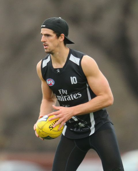 Scott Pendlebury of the Magpies runs with the ball during a Collingwood Magpies…