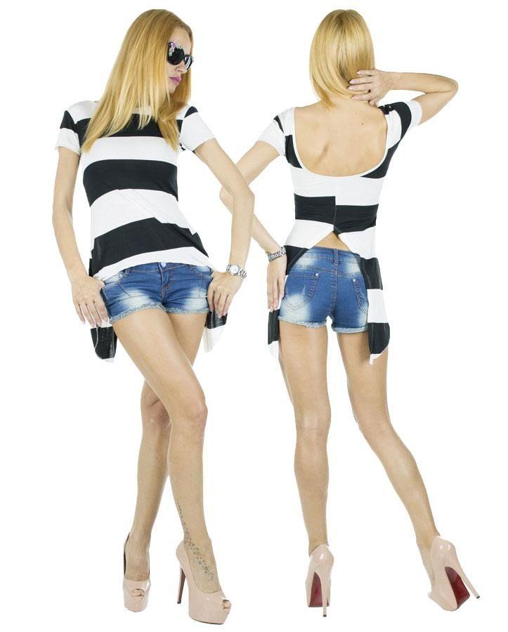 Tricou Dama Coco  -Tricou dama  -Model lejer, ce cade frumos pe corp si poate fi purtat cu usurinta la diferite evenimente.  -Design taietura moderna, va va scoate din anonimat     Latime talie:34cm  Lungime:55cm  Lungime colt:85cm  Compozitie:100%Bumbac