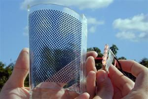 Des panneaux solaires souples, transparents et autocollants - TECHNOLOGIE DU FUTURE