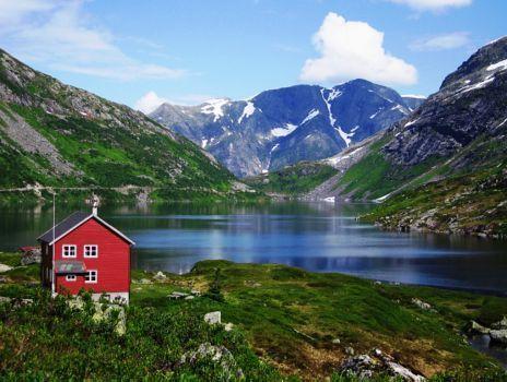 Casa vermelha no lago de Loen, Noruega !!! (35 pieces)