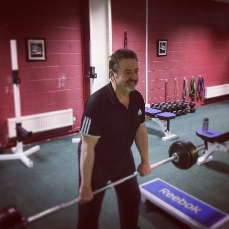 You don't get stronger by not challenging yourself. It doesn't matter how old or how young you are... ...Life starts outside your comfort zone. Brian showing that no matter how busy you are at work....You can always keep improving   #dvcc #fitspo #fitsperation #inspiration #stalbans #miltonkeynes #hitchin #northampton #bedford #weights #muscle #grandfather #health #comfortzone