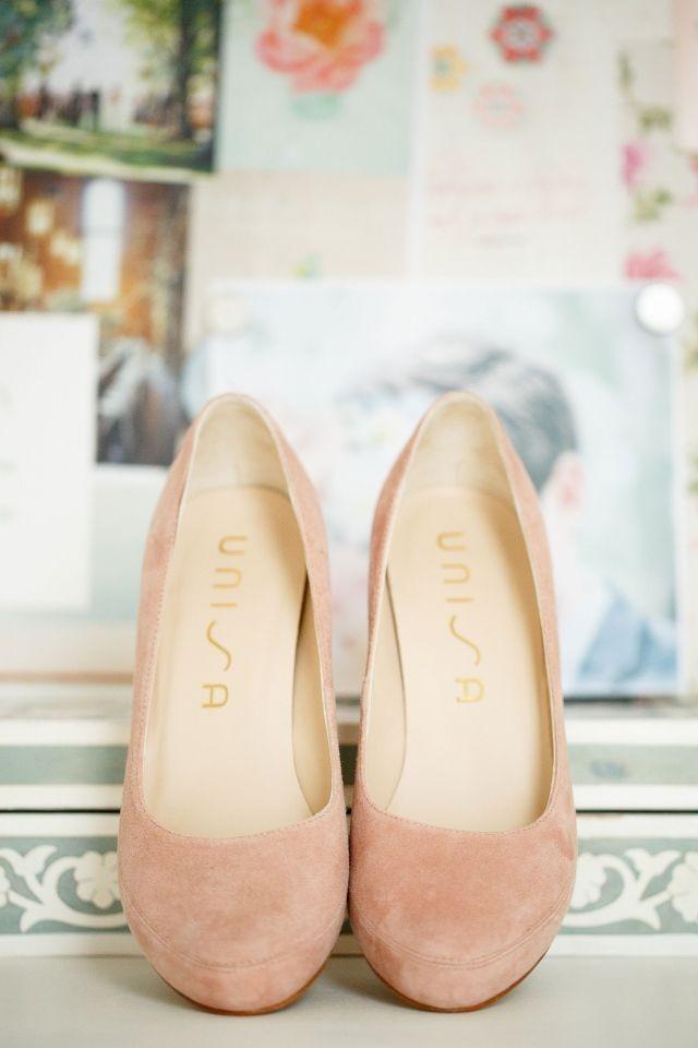Poederroze pumps van Unisa voor je wedding look!