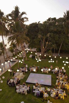 Nos gusto mucho Casa Teitiare Estate, en Sayulita. Queremos un espacio abierto, cerca de la playa. También nos encantan las luces y decoraciones colgantes