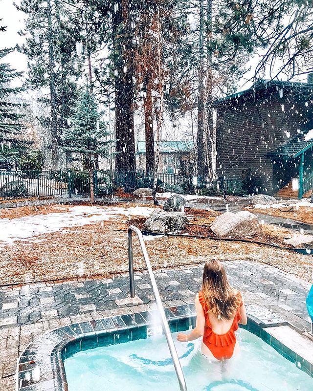Après ski hot tubs are always the best  . . . . . . . . . . . . . . . . . . . . . #lifestyleblogger #torontoblogger #canadianblogger #photography #nature #instagood #travelgram #love #wanderlust #photooftheday #photo #beautiful #picoftheday #fun #instadaily #instagram #laketahoe #fashion #vscocam #life #vsco #instatravel #trip #instalike #adventure #art #follow #happy #sunset #amazing #igers