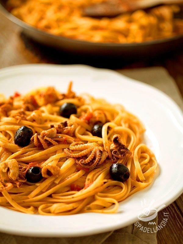Semplice e veloce, questo piatto porta in tavola tutto il sapore del mare. Le Linguine con moscardini in guazzetto sono infallibili e irresistibili! #pastaconmoscardini