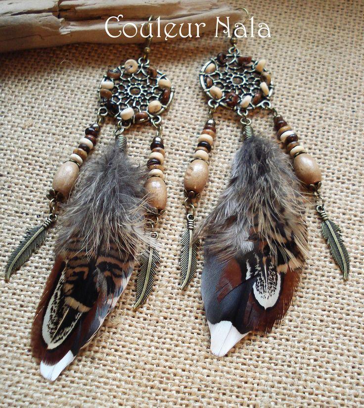 Boucles d'oreilles ethniques attrape rêves, plumes faisan et bécasse, perles bois et coco : Boucles d'oreille par couleur-nala