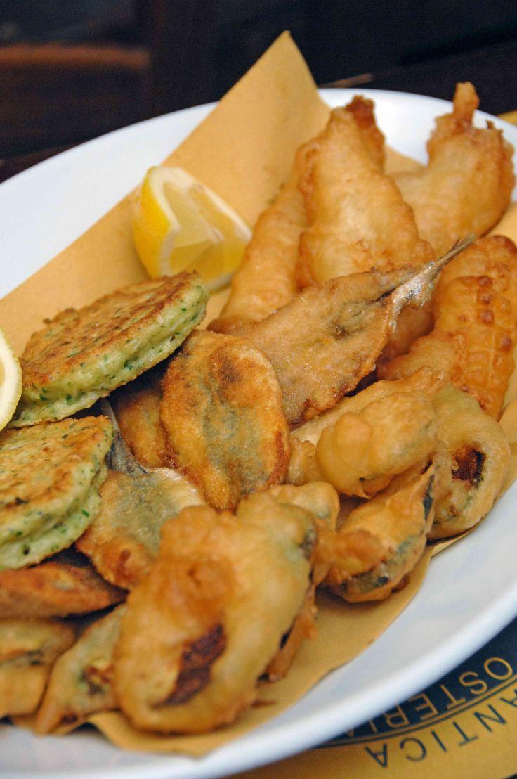 Frisceu di verdure, baccalà e acciughe, Liguria #genoa #streetfood
