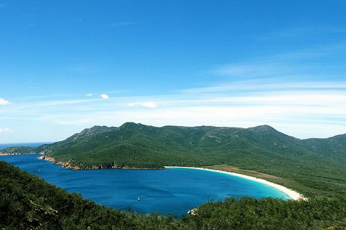 Frecinet Wineglass Bay from above