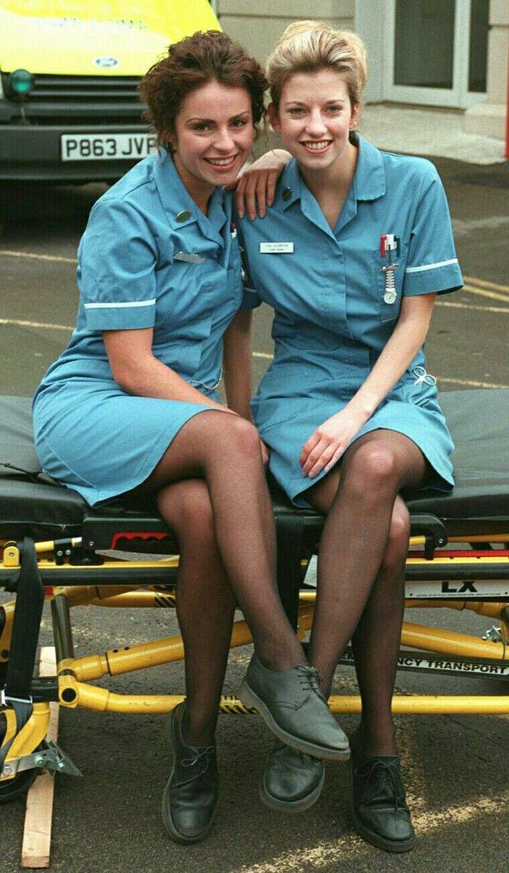 Zwei Junge Krankenschwestern Mit Ordnern Lizenzfreies