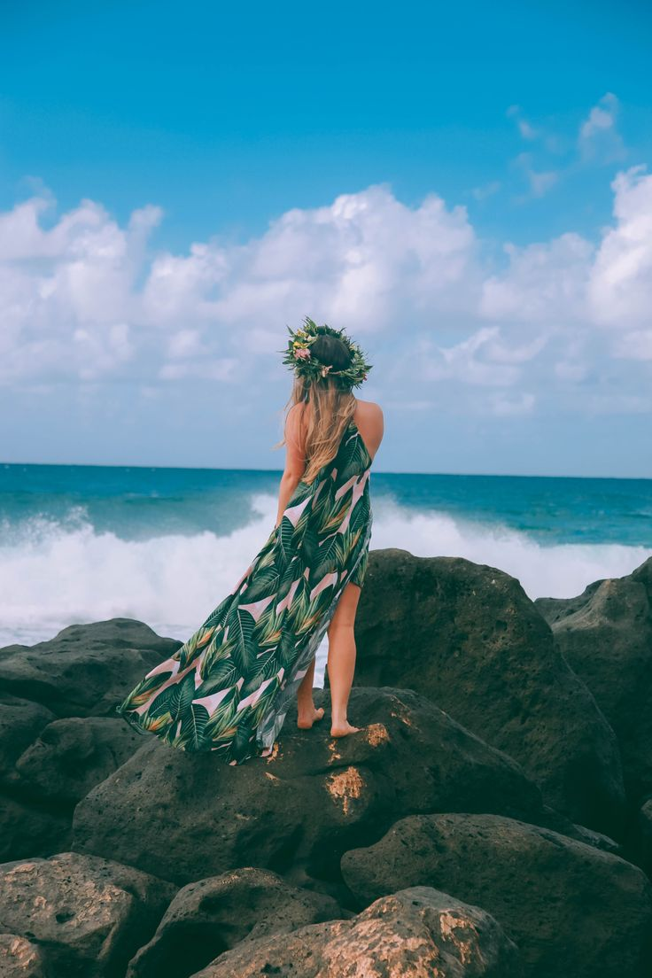 Playing Moana in Hawaii... February 2017 (San Lorenzo dress) View more photos and details here: http://alexandrawing.com/2017/02/25/playing-moana/ www.alexandrawing.com #travel #hawaii #tropical #travelguide