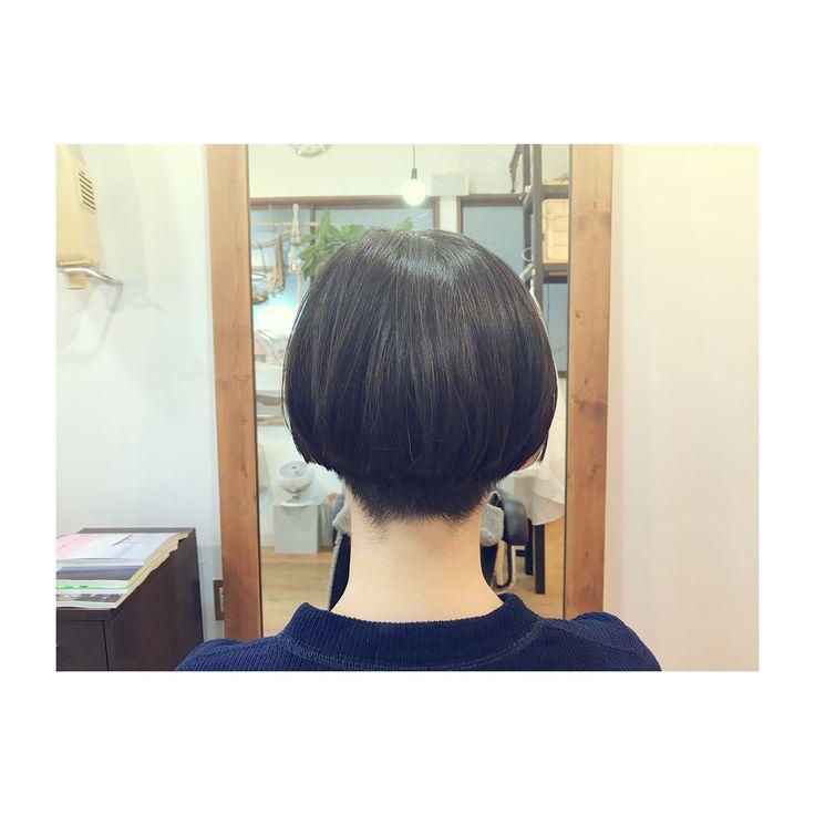 いいね!30件、コメント1件 ― つ ち だ あ や のさん(@tcda_pejite)のInstagramアカウント: 「サイドはパツっと襟足刈り上げショート。 肩の長さからのこのスタイルは 切っているワタシもスッキリ! . ちょっと個性的な髪型に シンプルな洋服 とてもお似合いでした◎ .…」