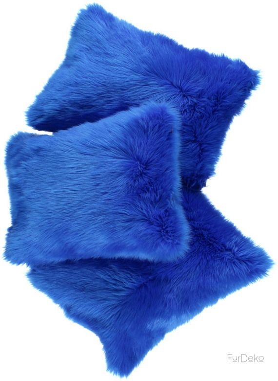 Poduszka dekoracyjna CZUPER niebieski/Faux fur pillow CZUPER blue