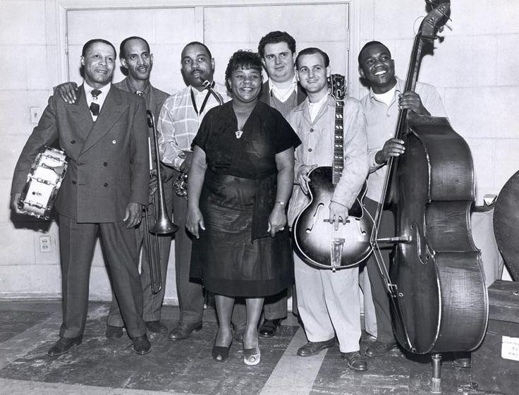 Julia Lee & her Boyfriends, 1947; Benny Carter on alto sax, Jack Marshall on guitar; Capitol Records studios