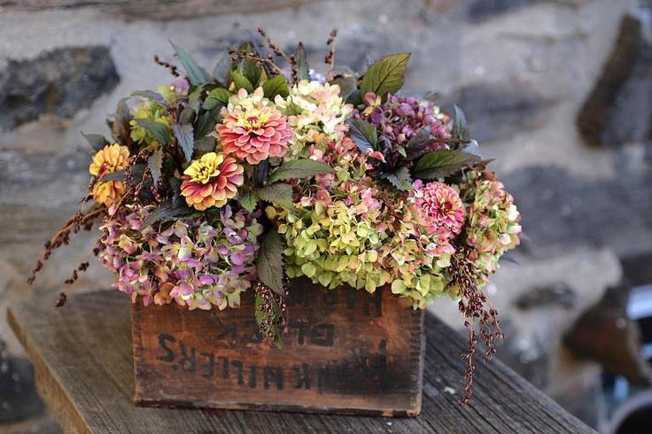 Love these fall hydrangea and zinnia wedding flowers!