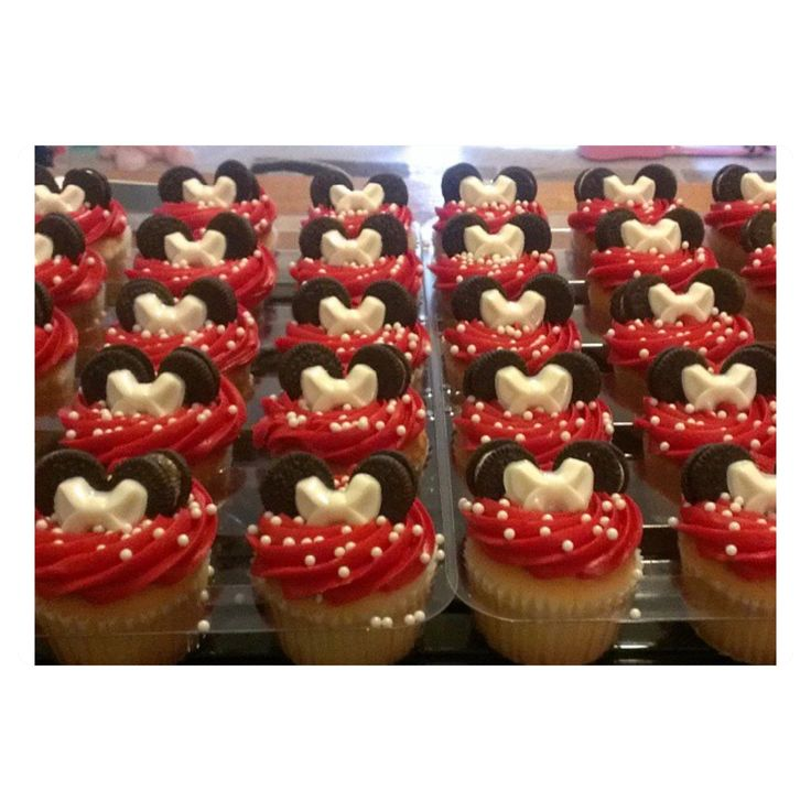 DIY Minnie Mouse cupcake for dessert table for kids party- Oreo ears, chocolate mold bow, sprinkles
