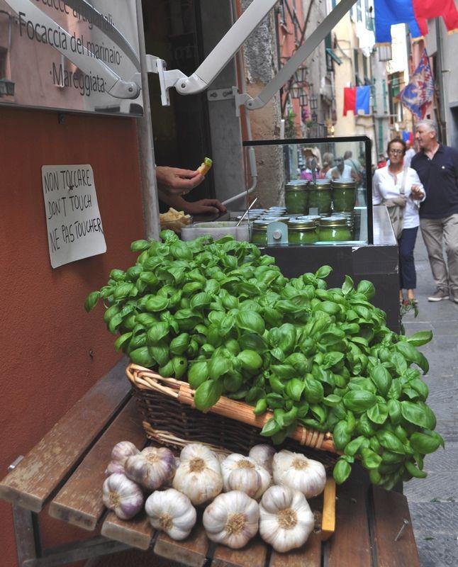 Vendita di basilico e aglio per  il pesto!  - Porto Venere, La Spezia, Italia