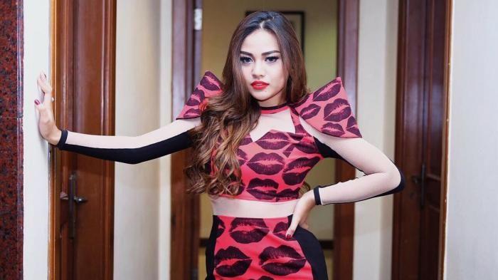 Instagram Aurel Hermansyah - Ganti Gaya Rambut Jadi Begini, Netizen: Warnanya Agak Buluk!