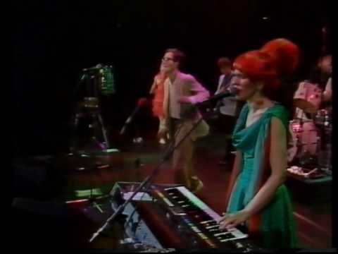 Dance This Mess Around ~ The B-52's ~ Live 1983    Why Don't You Dance With Me?