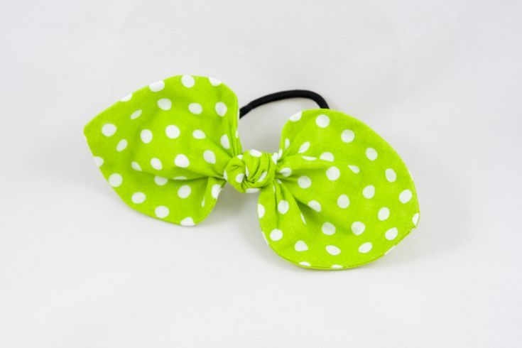 This top knot hair bow will add the cutest touch to your hair!  #etsy #QtCatz #accessories #hairbows