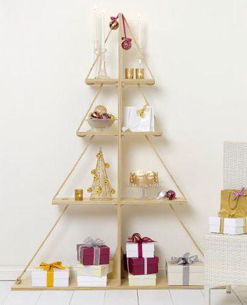 Een kerstboom van houten planken