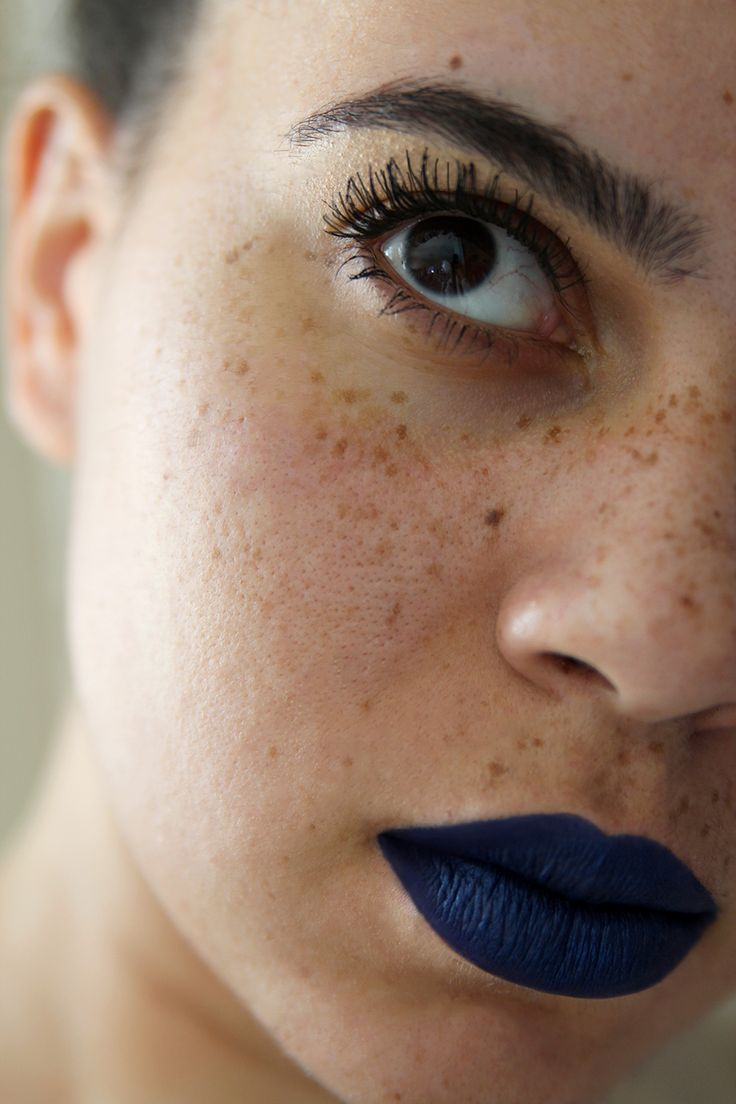 navy blue lipstick and freckles <3