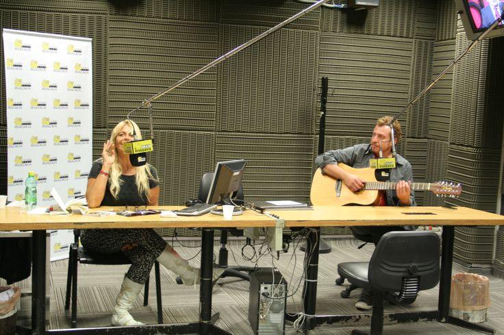 Acústico y entrevista en Radio Rivadavia. Enero 2014.