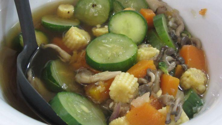 Sopa de legumes da nossa aula de culinária tailandesa 2. Esquenta até a alma! http://bit.ly/ZoWGmy