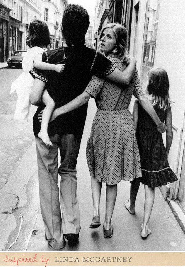 what a fabulous image.Photos, Fabulous Photography, Lindamccartney, Paul Mccartney, Linda Mccartney, Mccartney Families, Beatles, Paulmccartney, People