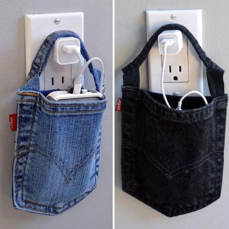 Le téléphone, c'est dans la poche ! / DIY charger holder. Turn your old jean into a convenient phone holder for charging your phone.