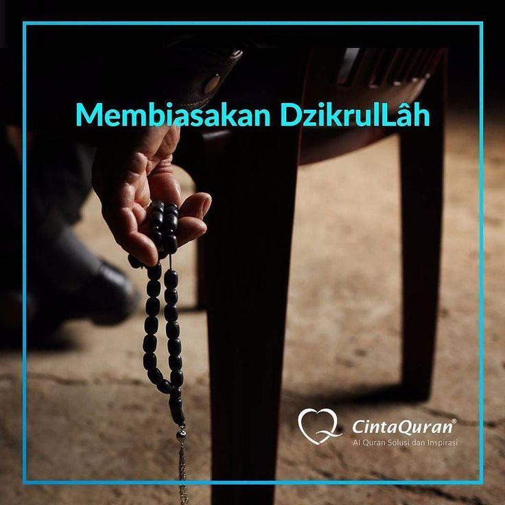 Membiasakan DzikrulLâh  Mengingat Allah SWT atau dzikrulLâh adalah perkara yang dituntut atas setiap Muslim. Banyak nas yang memerintahkan kita agar banyak berzikir kepada Allah SWT. Allah SWT antara lain berfirman: Hai orang-orang yang beriman berzikirlah kepada Allah dengan zikir yang sebanyak-banyaknya dan bertasbihlah kepada-Nya pada waktu pagi dan petang (TQS al-Ahzab [33]: 41-42) .  Allah SWT pun berfirman: Berzikirlah kalian kepada-Ku niscaya Aku akan selalu mengingat kalian (TQS…