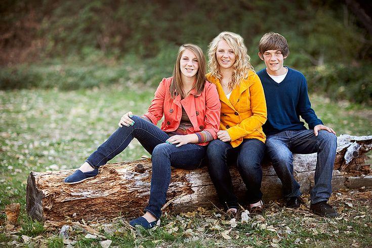 older sibling pose