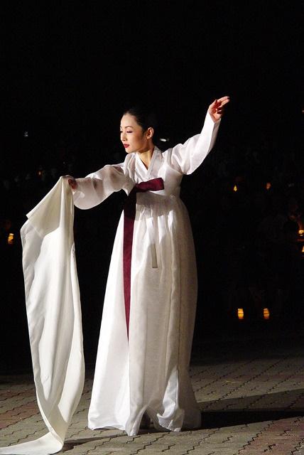 Hanbok, the traditional Korean dress: Salpuri dance