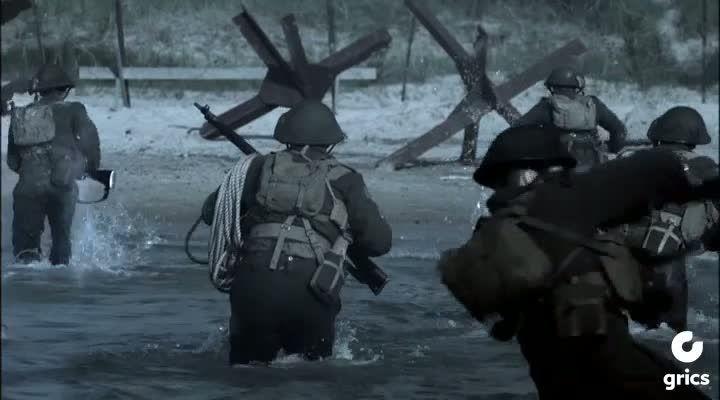 À L'ASSAUT DE JUNO est un docu-fiction sur les Forces canadiennes débarquant à Juno Beach le 6juin1944. L'histoire est racontée du point de vue de trois jeunes soldats qui participent à la première vague de l'attaque:Le parachutiste caporal Dan Hartigan de la Compagnie «C», premier Bataillon canadien de parachutistes, qui saute en parachute derrière les lignes ennemies juste après minuit et qui est l'un des premiers soldats alliés à avoir engagé le combat lors du jour-J.Le lieutenant…