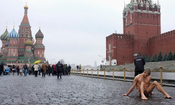 http://artecracy.eu/inchiodato-palle-petr-pavlensky/
